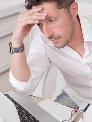Stress, Bewegungsmangel und falsche Ernährung als Ursachen für Serontoninmangel